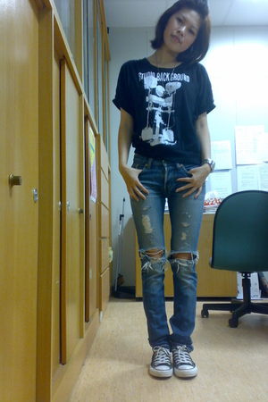 top - levis 540 jeans - Converse shoes