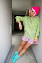 aquamarine Ugg Australia boots - hot pink Spinns Harajuku hat