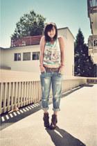 greece print Purrr Remake shirt - harness boots Dolce Vita boots