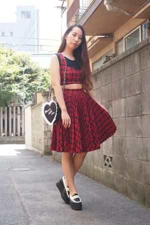 red GVGV skirt - black heart GVGV bag - white JWAnderson loafers