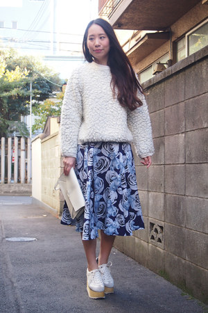navy GVGV skirt - white fluffy knitted mother sweater - ivory leather DHOLIC bag