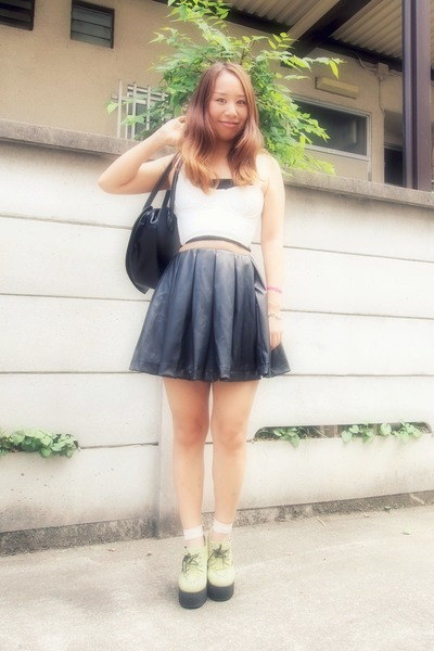 black leather skirt Murua skirt - ivory KUTSUSHITAYA socks