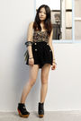 Black-silence-and-noice-top-black-sugarhill-boutique-shorts-finsk