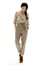 dark khaki rivet and surge blouse - camel unknown brand pants - dark brown jipij