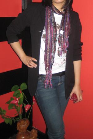 jacket - t-shirt - scarf - jeans - belt