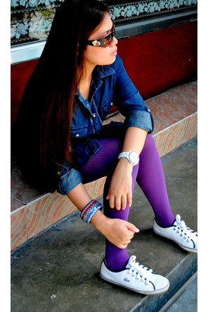 purple leggings - denim top - Lacoste sneakers