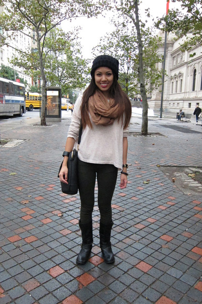 camel H&M scarf - black beanie H&M hat - green jeggings Gap leggings