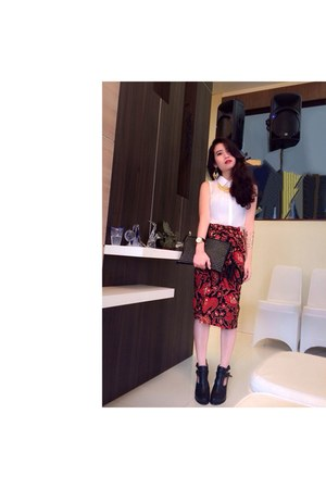 ruby red skirt - black ankle boots Forever 21 shoes