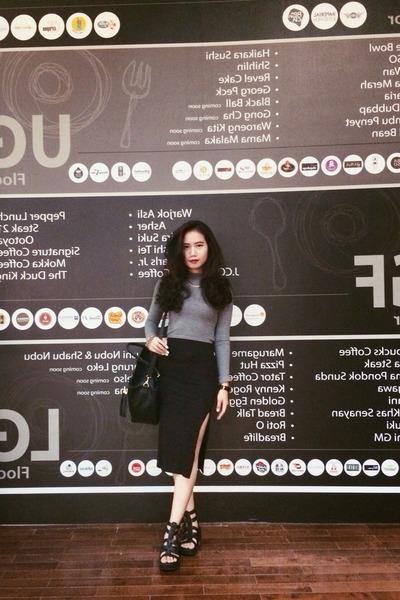 black cotton skirt - silver cotton H&M shirt