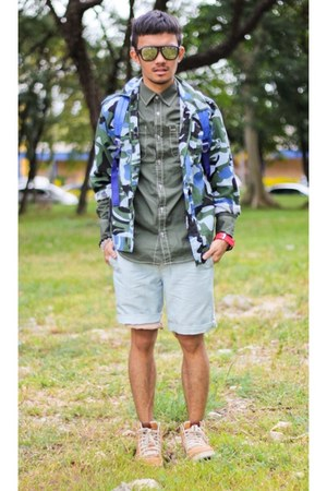 forest green camo jacket - dark khaki nike shoes - forest green Hang Ten shirt