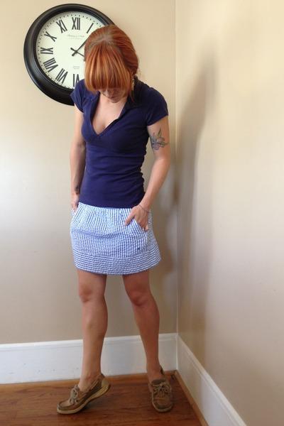 light blue seersucker Red Camel skirt - navy Betsey Johnson earrings