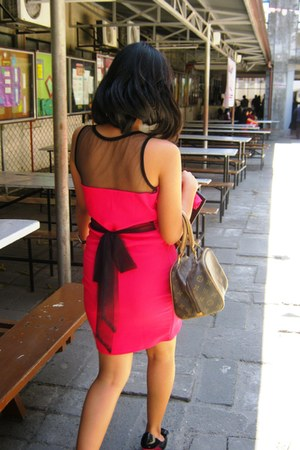 hot pink dress - black janeo heels