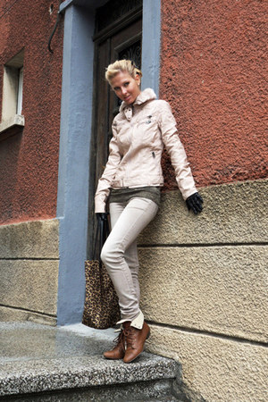 tawny boots - beige jeans - neutral jacket - light brown sweater - brown bag