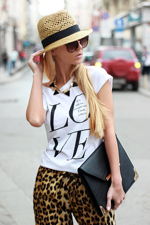 black bag - beige hat - brown leopard print Sheinside pants - ivory t-shirt