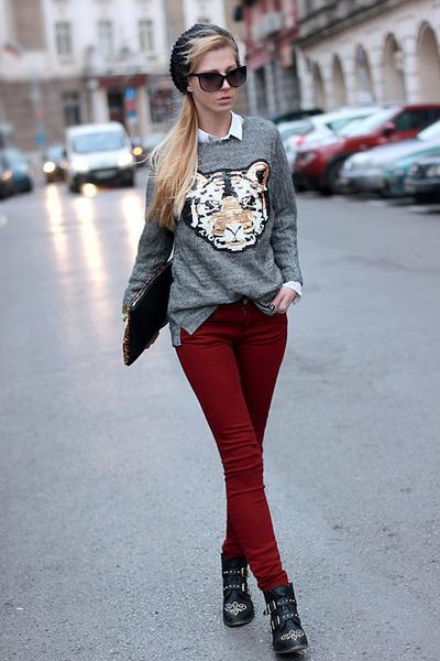 black boots - maroon jeans - black hat - white shirt - bronze bag