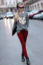 Black-boots-maroon-jeans-black-hat-white-shirt-bronze-bag
