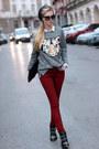 Black-boots-maroon-jeans-black-hat-white-shirt-bronze-bag