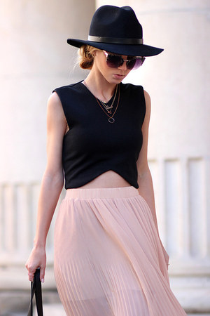 light pink maxi skirt skirt - black bag - black flats