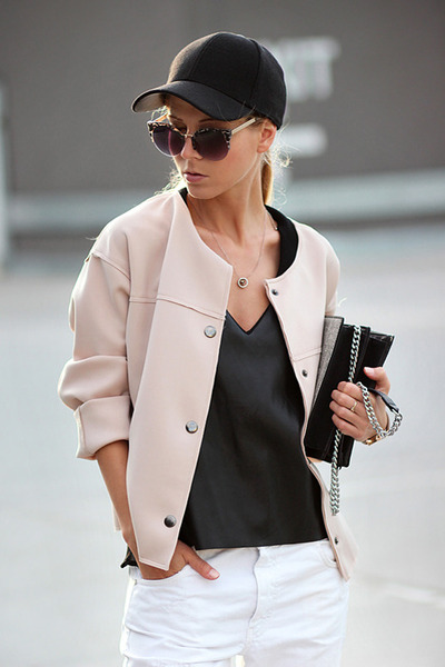 beige bomber jacket Sheinside jacket - white jeans - black bag - beige sneakers
