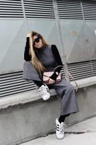 light pink cross body Parfois bag - gray romper - black blouse - white sneakers