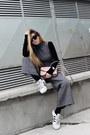 Light-pink-cross-body-parfois-bag-black-blouse-gray-romper-white-sneakers