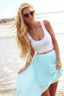 White-top-light-blue-dinodirect-skirt-salmon-belt