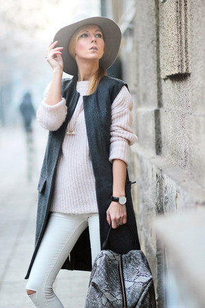 gray vest - cream jeans - heather gray backpack Yoins bag