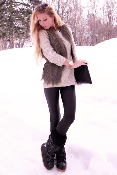 Leather Boots In The Snow - Boot Hto