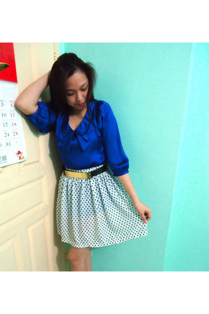 blue top - navy polka dots skirt - black belt
