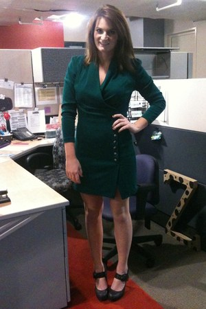 emerald green dress - Bamboo heels