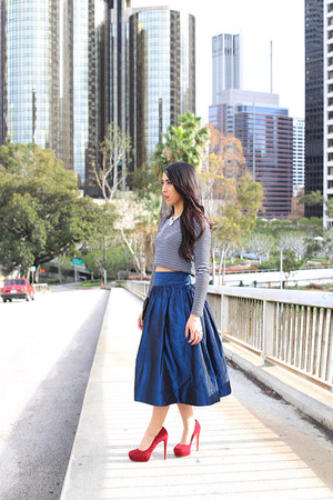 blue taffeta midi Bill Blass skirt - ruby red suede rupert sanderson heels