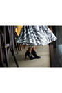 Black-carnaby-boots-white-kurzeneva-skirt-white-mango-top
