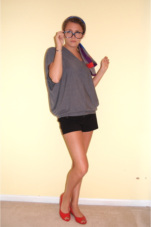 forever 21 shirt - American Eagle shorts - Jazzberry shoes - scarf - glasses
