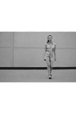 silver nike shirt - black Zara heels